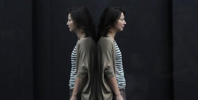 01.-Belvoir-Sydney-The-Wild-Duck-Anita-Hegh-credit-Heidrun-Löhr-600x419